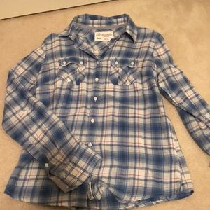 Women's plaid button down shirt